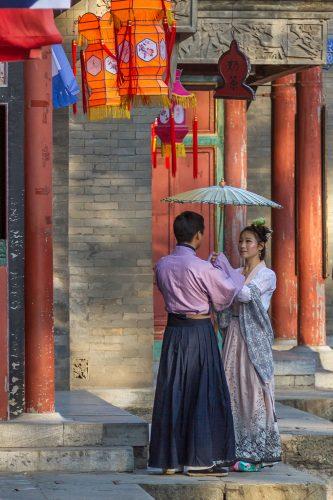 Влюбленные на улице Сучжоу в парке Ихэюань