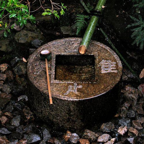 Надпись на цукубаи в японском храме Рёан-дзи