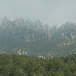 Гора Монсеррат близ Барселоны