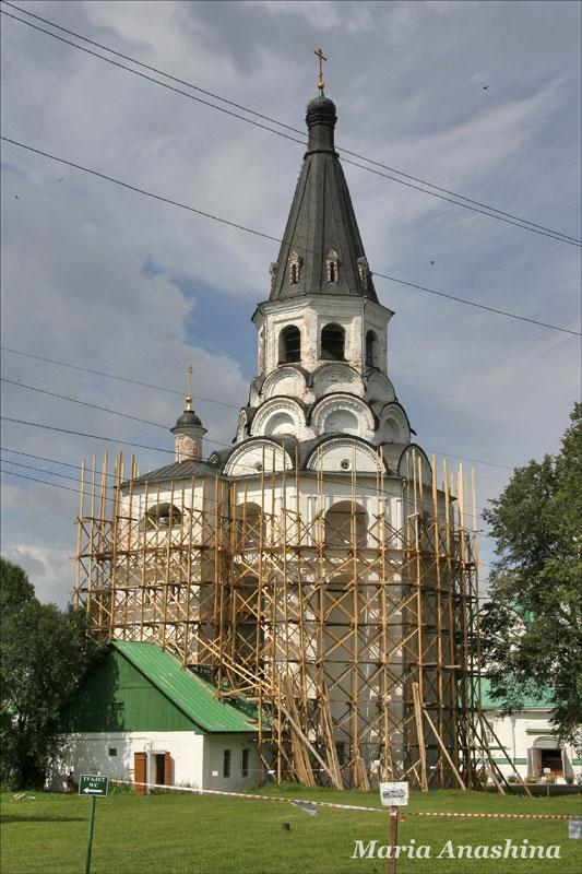 Александровская слобода, Распятская церковь-колокольня