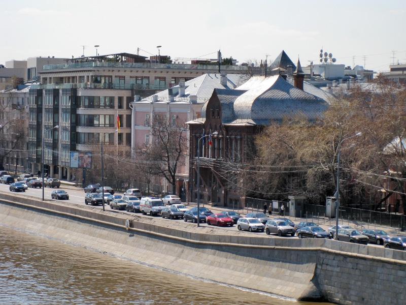 Здание бывшей Цветковской галереи на Пречистенской набережной