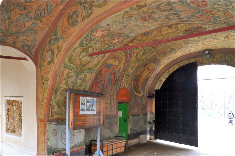 Зачатьевский монастырь, роспись при входе