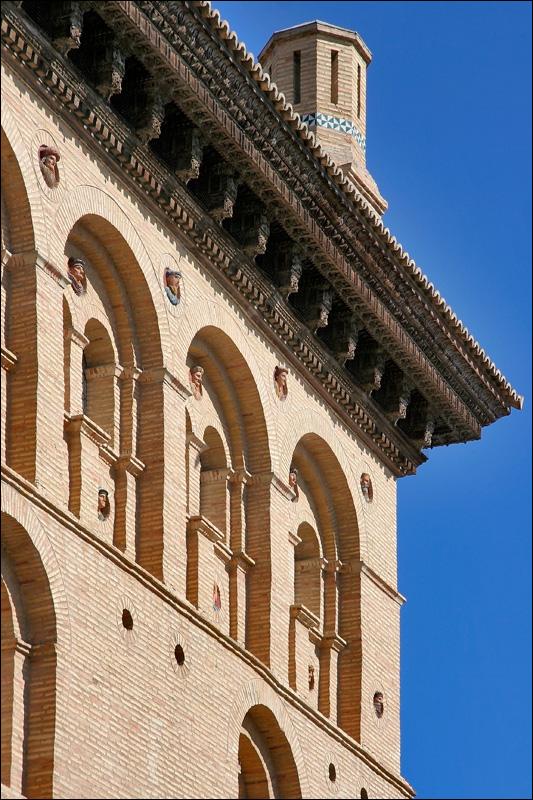 Биржа Сарагосы, фрагмент фасада