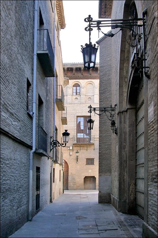 Старинная улочка Сарагосы