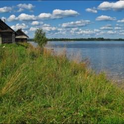 Берег озера Велье