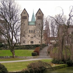 Падерборн, панорама монастыря Абдингхоф и башни Кафедрального собора