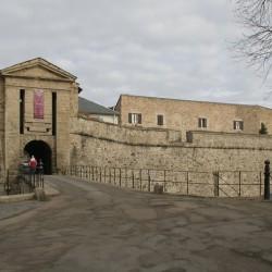 Въезд в крепость Мон-Луи