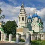 Руины усадьбы и церковь святителя Николая Чудотворца в селе Батюшково