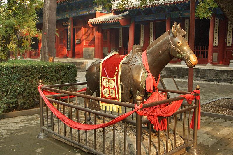 Медный осел, монастырь Дунъюэ, Пекин