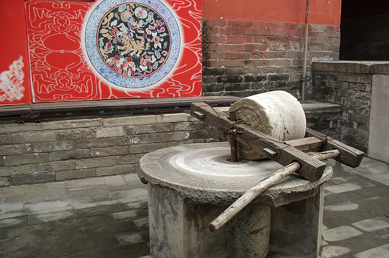 В храме Дунъюэ