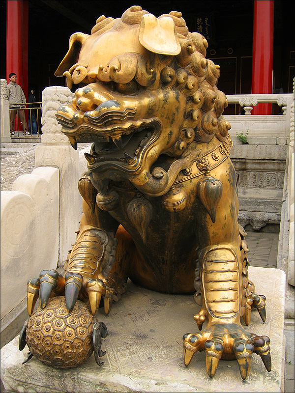 Бронзовый лев, Гугун