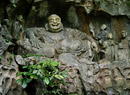 Скала Фэйлайфэн, монастырь Линъиньсы, Ханчжоу, Смеющийся Будда Милэ