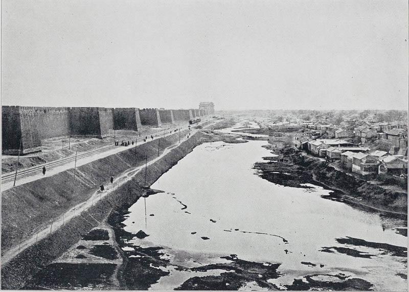 Старый Пекин, За воротами Чунвэньмэнь
