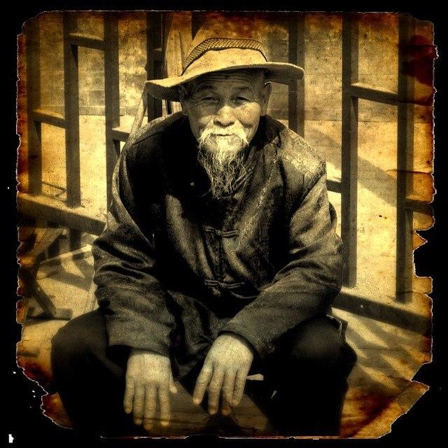 Старый китаец около монастыря Белого облака, Пекин
